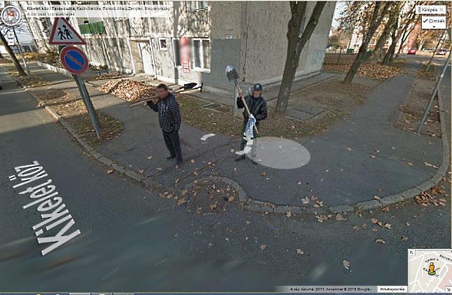 google térkép utcakép Ásóval fenyegették a Google autót