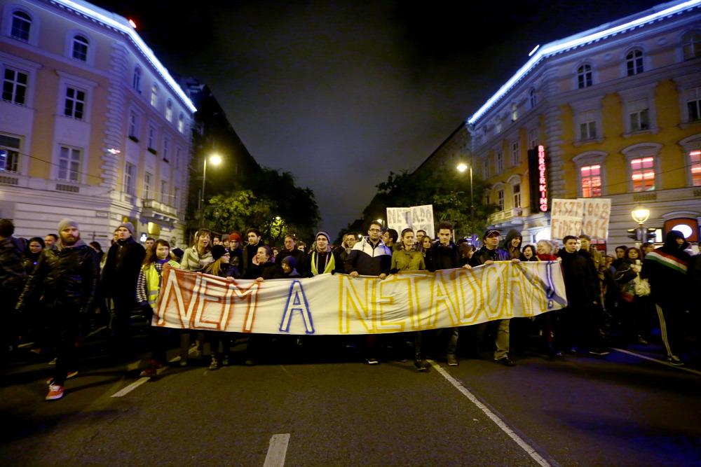 Tüntetés: Tüntetés Az Internetadó Ellen