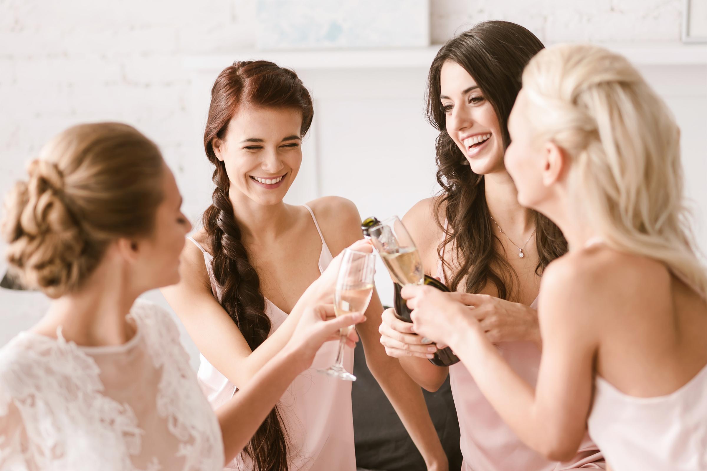 d43bc45cd9 Nem akart gyereksírást az esküvőn: erre kérte barátnőjét a menyasszony