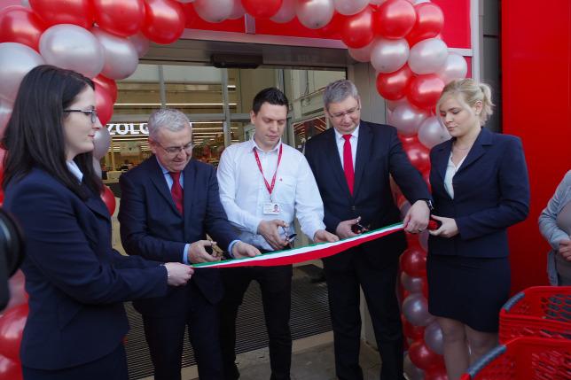 Kbnyn Nylt Meg A Ms Orszgokban Mr Ismert Formtum RuhzForrs Auchan Retail
