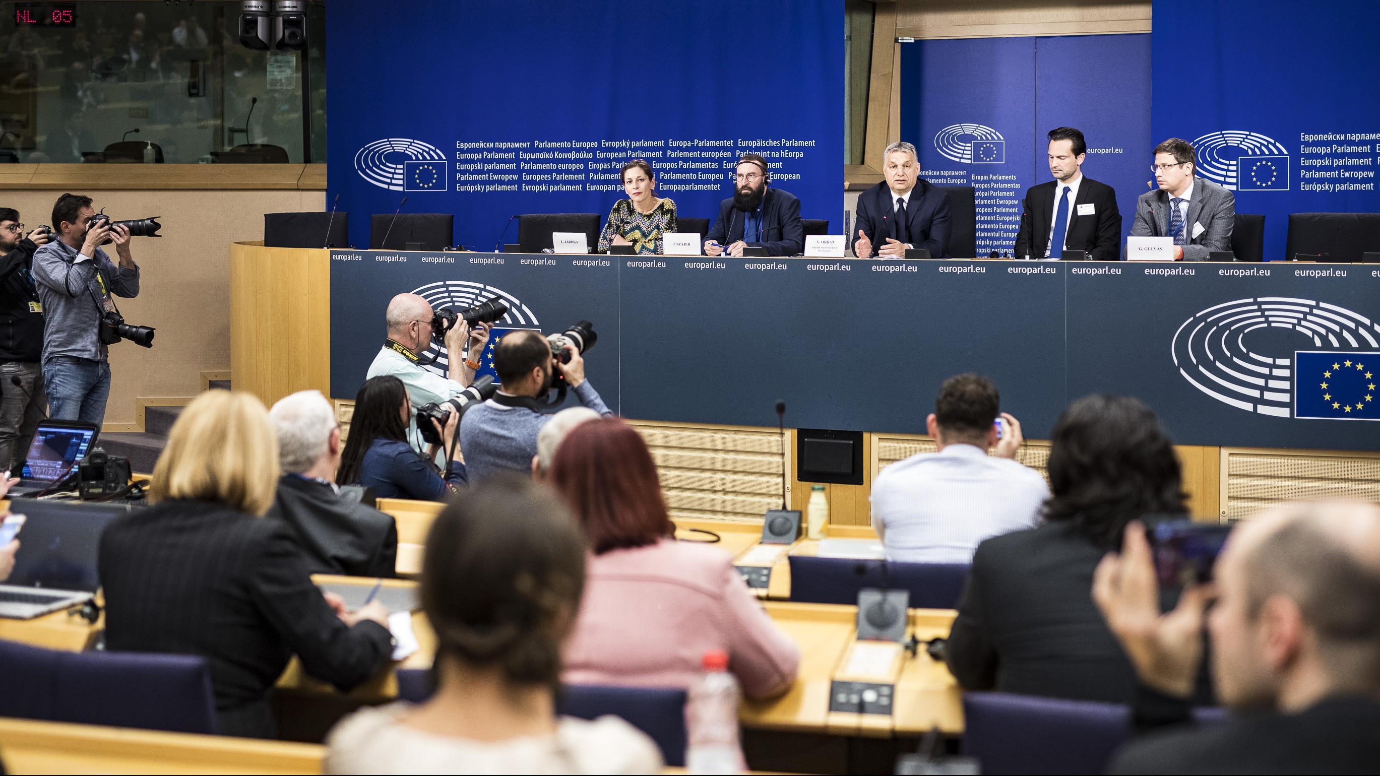 Óriási győzelem a Fidesznek, óriási vereség a bevándorláspárti erőknek
