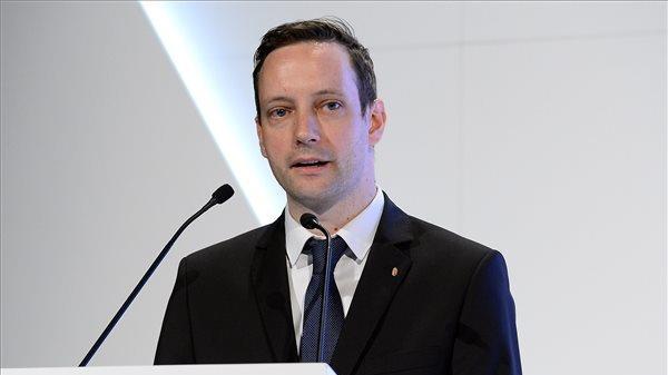 20a9c985a9 Azbej Tristan a Miniszterelnökség üldözött keresztények megsegítéséért és a  Hungary Helps program megvalósításáért felelős államtitkáraForrás: MTI/Soós  ...