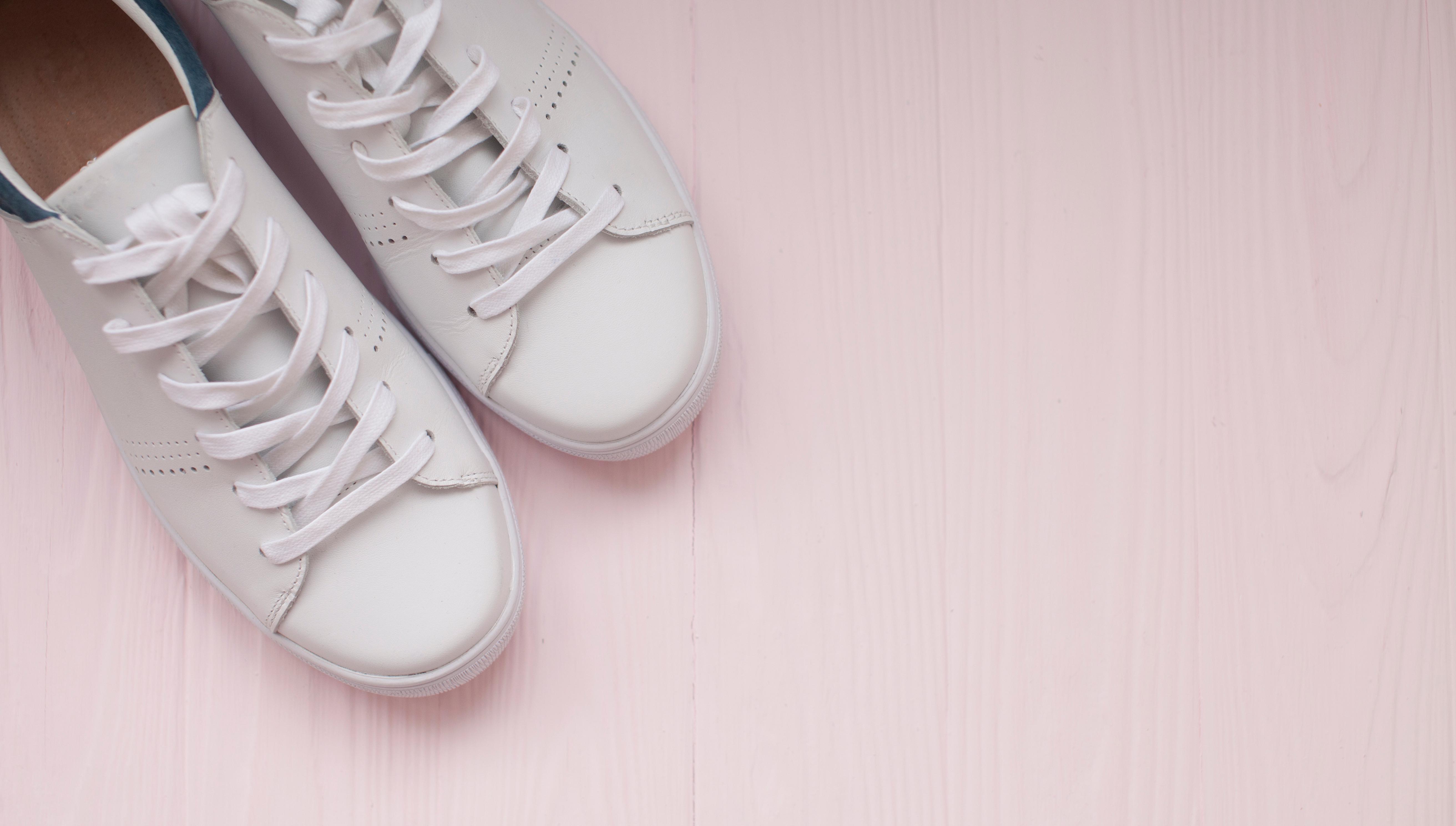 6d88a9af2f Így tüntetheted el a sportcipődről a repedéseket, gyűrődéseket – videó