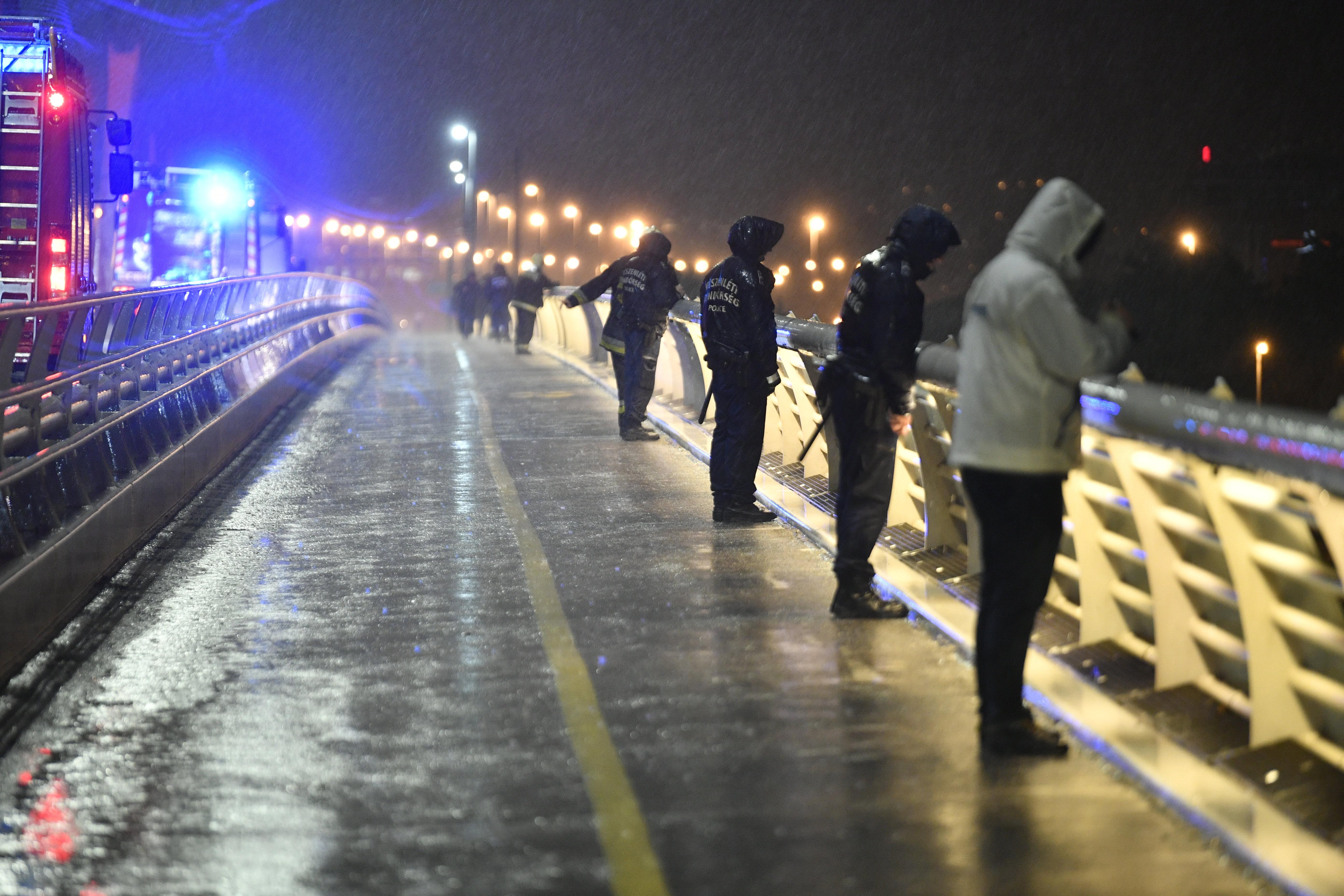 465b8c58d2 Összeütközött két hajó a Dunán, a Parlamentnél, az egyik elsüllyedt, heten  meghaltak, 21 embert még keresnek