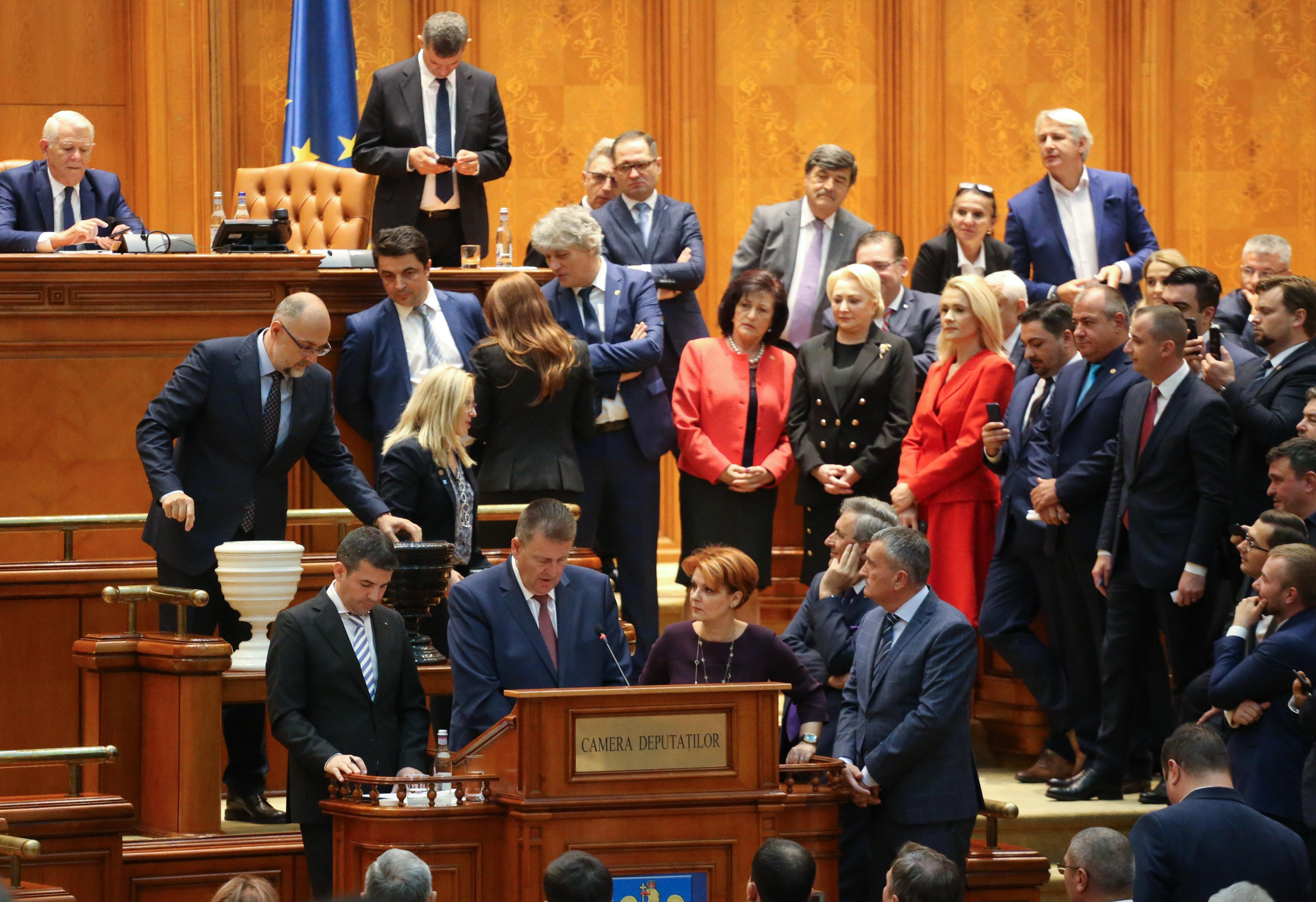 Megbukott a szociáldemokrata Viorica Dancila vezette román kormány