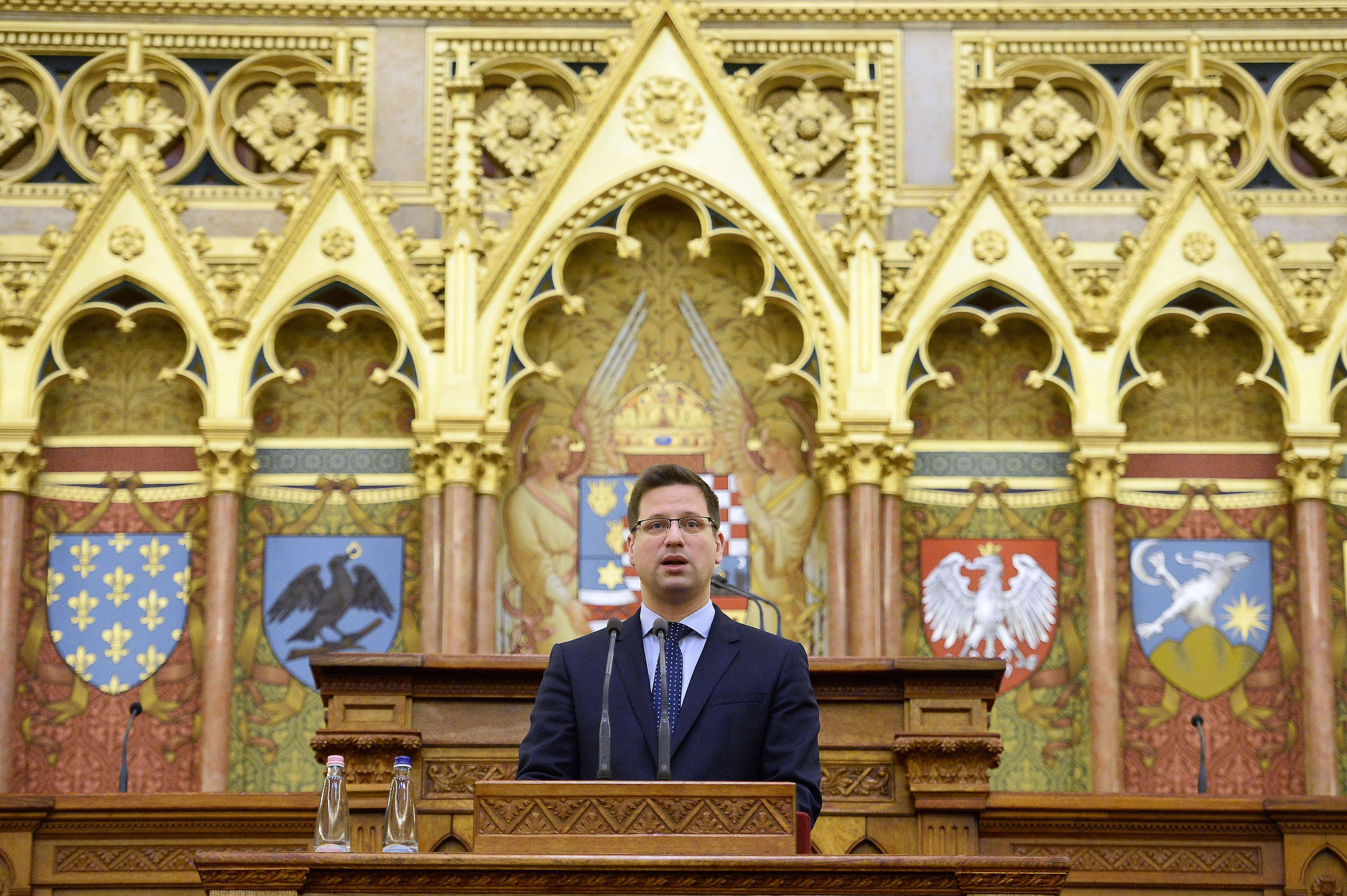 Gulyás Gergely: Esterházy János öröksége egyszerre ...