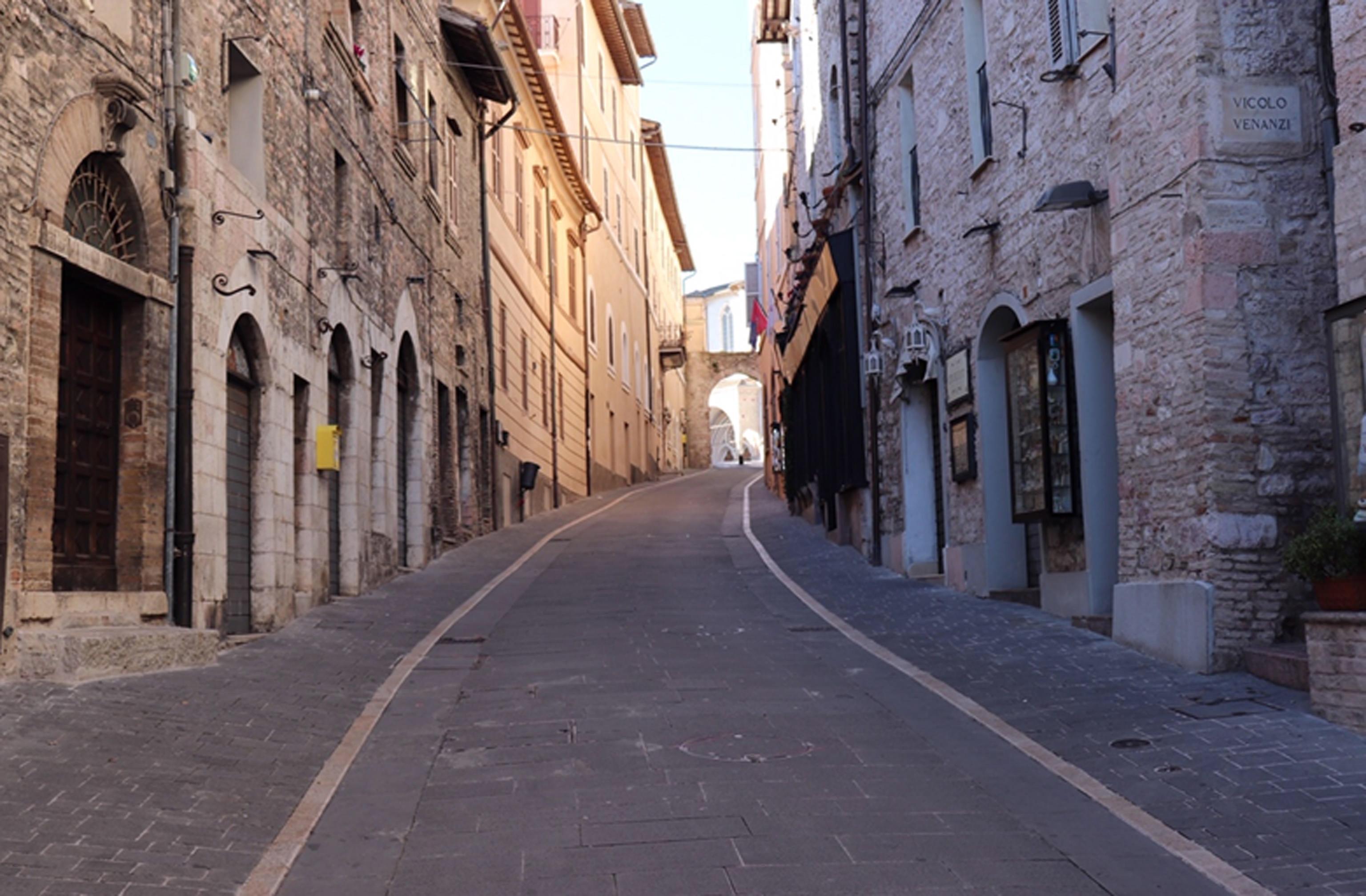 Teljesen leállt Olaszország,csak a gyógyszertárak és az élelmiszerboltok maradnak nyitva