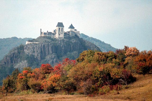 78abdd60a5 A vár az elmúlt években számos komoly felújításon ment keresztül. A  Füzérért Alapítvány közreműködésével több sikeres pályázat született, ...