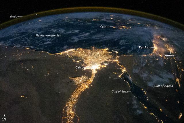 Ilyen Egyiptom és Izrael éjjel a világűrből