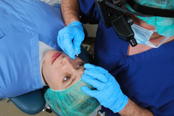 Látványos videó  Így néz ki a lézeres szemműtét df731f85bd