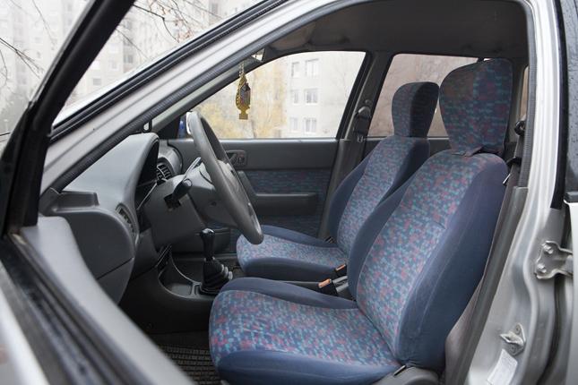 Suzuki swift vezető ülés