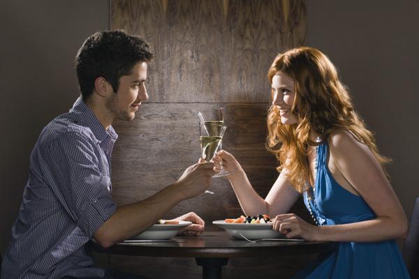 A játékosokkal való randevúzási szabályok