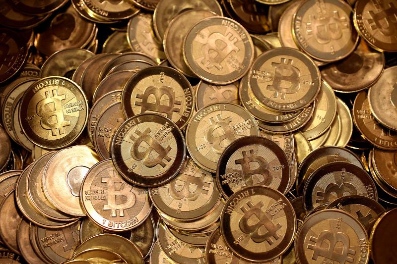 bitcoin alapító mindent a bináris opciós kereskedési véleményekről