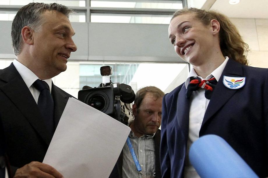 Orbán Viktor és Hosszú Katinka a 2021-es vb prezentációja előtt  BarcelonábanForrás  MTI Kovács Anikó a569901816
