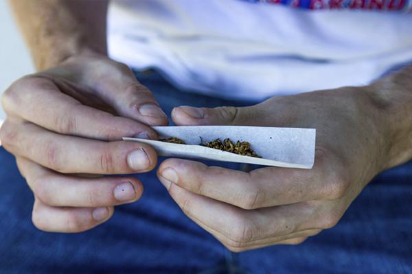 Társkereső oldal kannabisz dohányosok számára