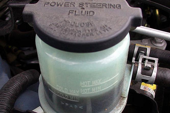 Suzuki swift szervó olaj