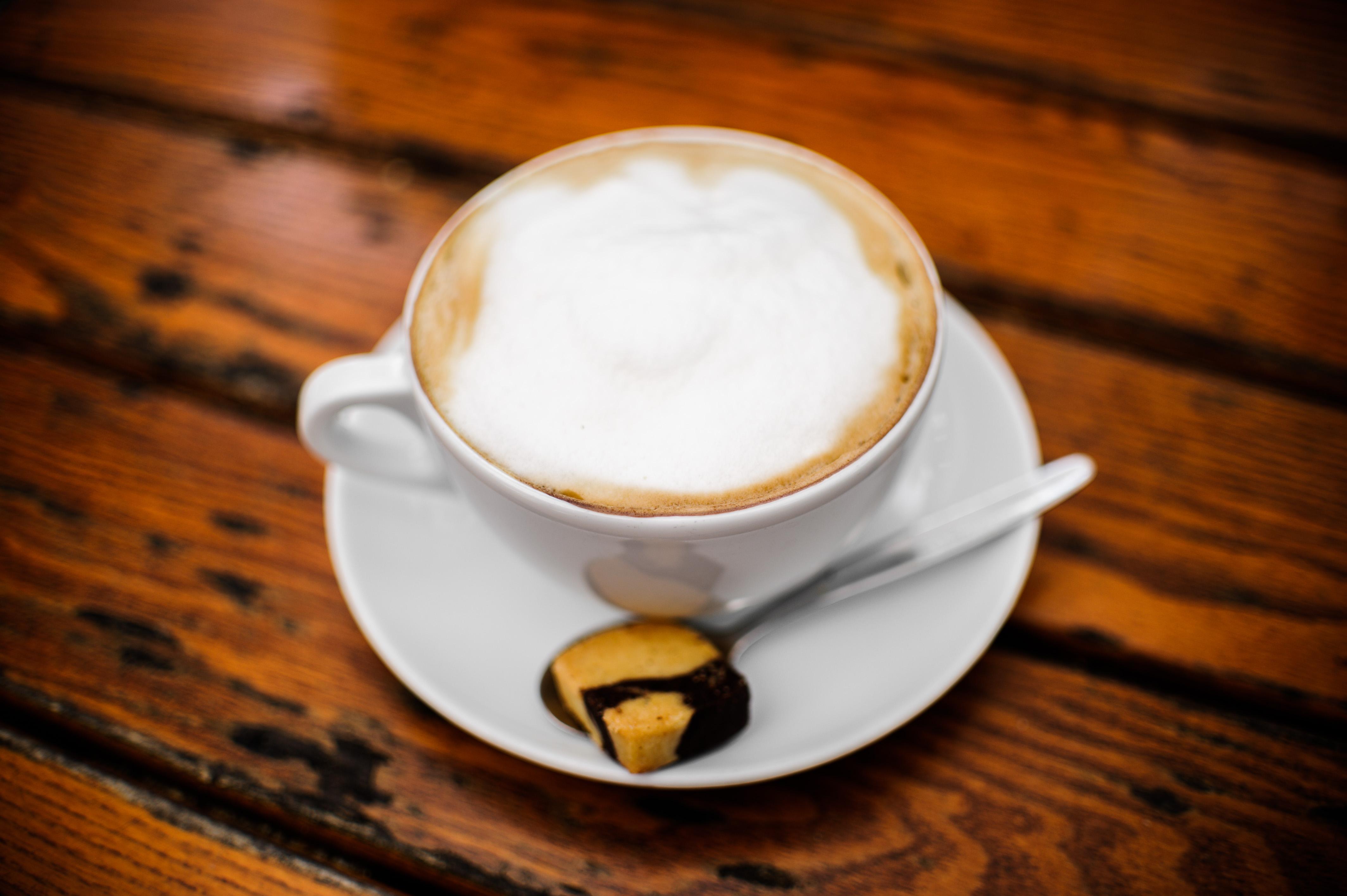 Így befolyásolja a férfiak erekcióját a reggeli forró kávé - Ripost