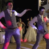 Még soha nem láttál ennyire menő esküvői táncot – Videó! 285c124f42