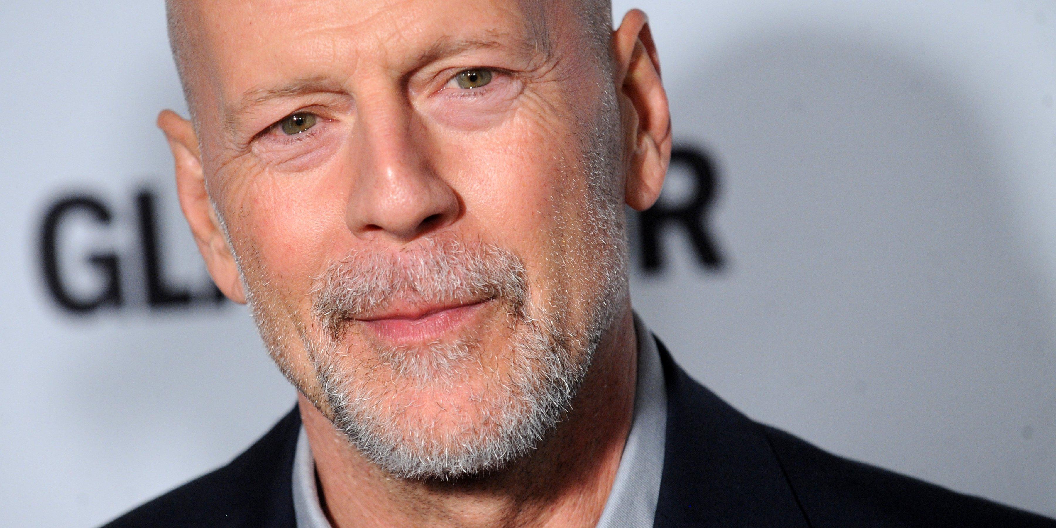 Bruce Willis eljátssza, hogy ő Charles Bronson