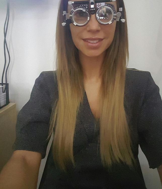 Dukai Regina szemüveges lesz c21b2eb453