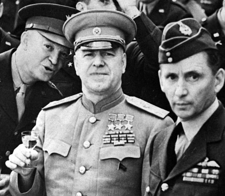 A hősök és tábornokok megragadtak