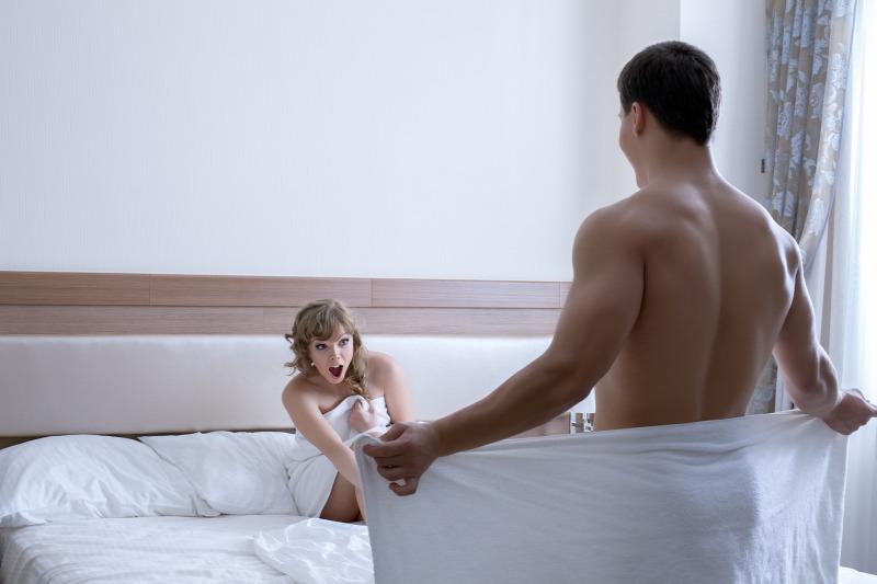 feleség levágja a péniszét