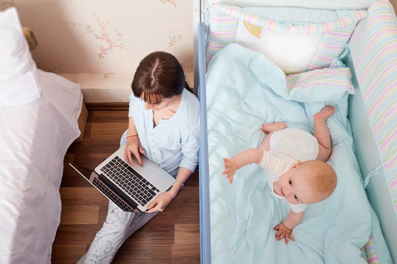 kereset az interneten egy fiatal anya számára