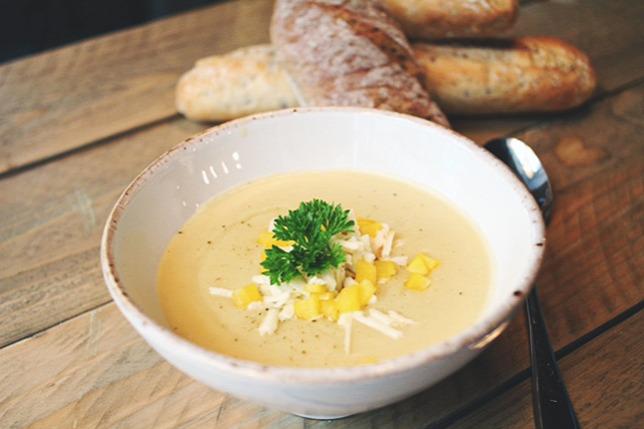 Burgonyakrémleves fehér cheddar sajttalForrás  Roberto konyhája 47aa5f8db9