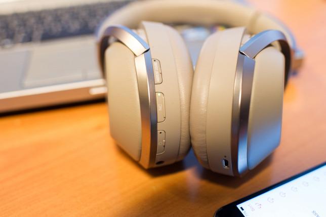 Mi kerül egy fejhallgatón 150 000 forintba  53591c0e3a