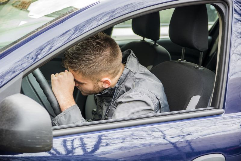 vezetés közbeni magas vérnyomástól)