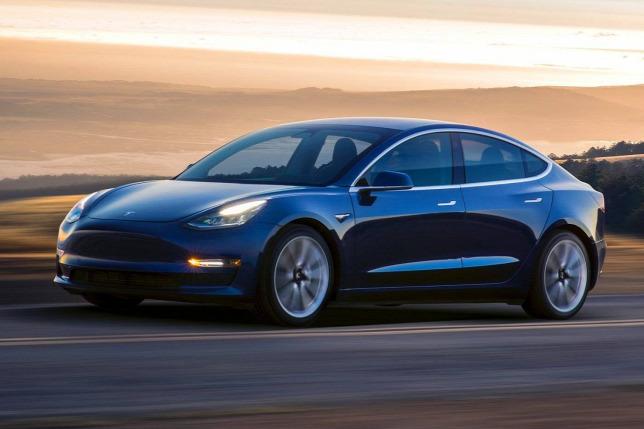 830c1381c59a Kipatcheli a potyaextrákat a Tesla