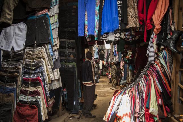 6529327c35 Egy fél kontinens hordja a jótékonysági boltokban leválogatott ruhákat