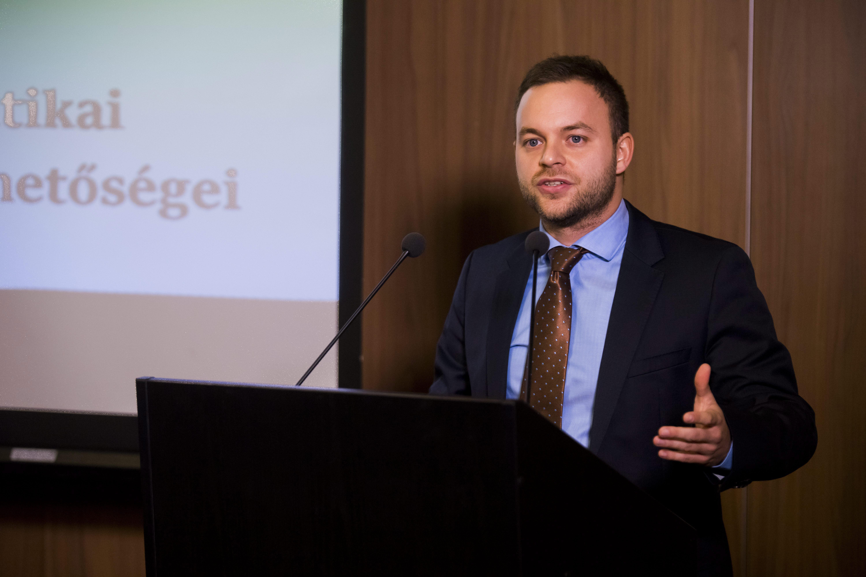 Orbán Balázs: A migráció problémája a következő években is ...