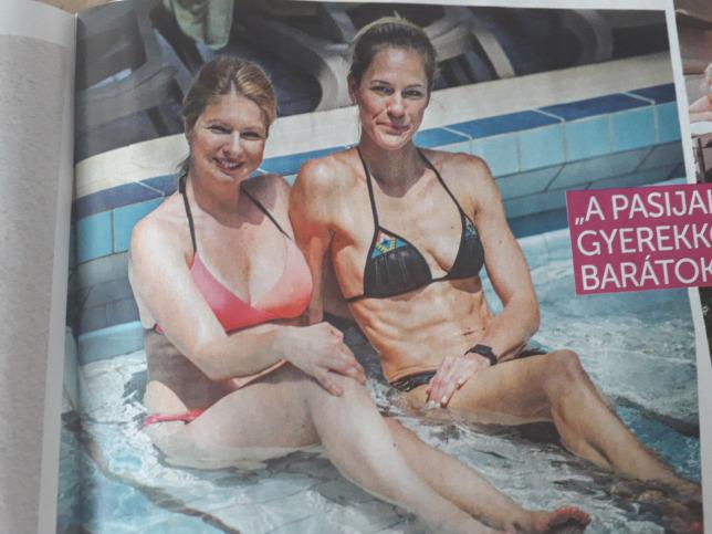 Andor Éva fürdőruhában barátnőjévelForrás  Hot! magazin 5f6e5b790d