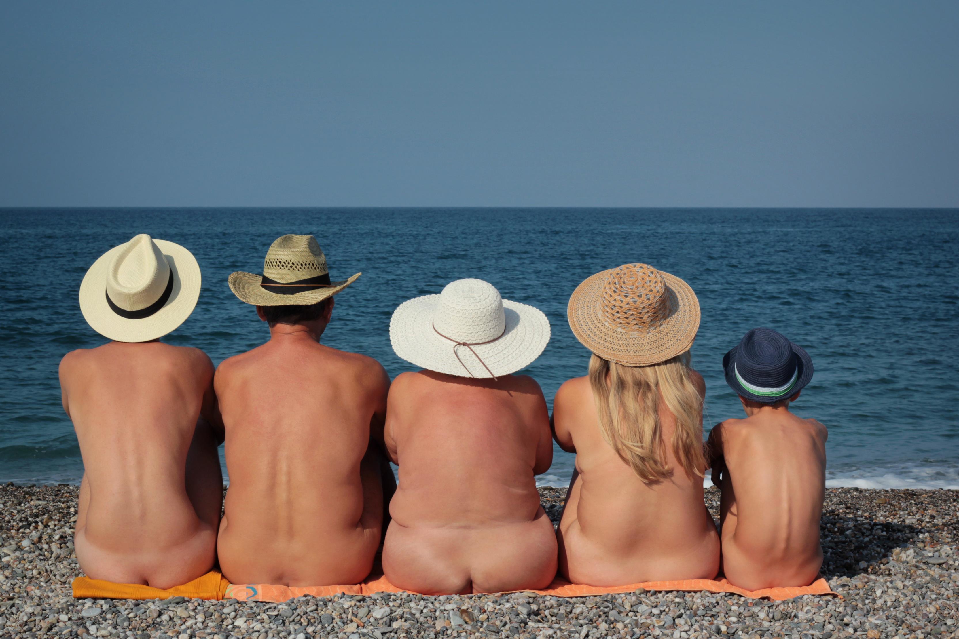 fénykép nudisták a pufók a tengerparton)