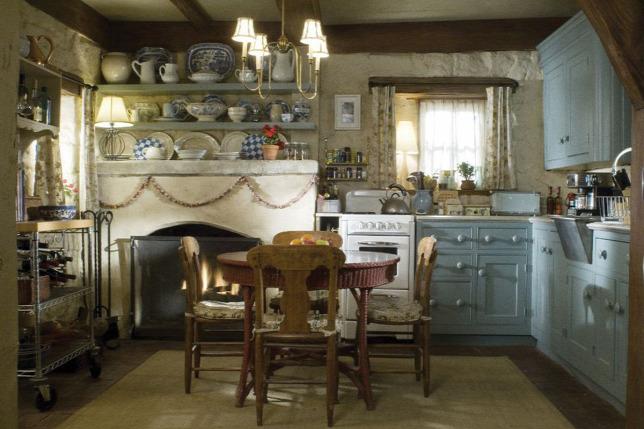 Iris (Kate Winslet) londoni konyhája egy vidéki stílusú kis  ékszerdobozForrás  James Radin 295c0bf790