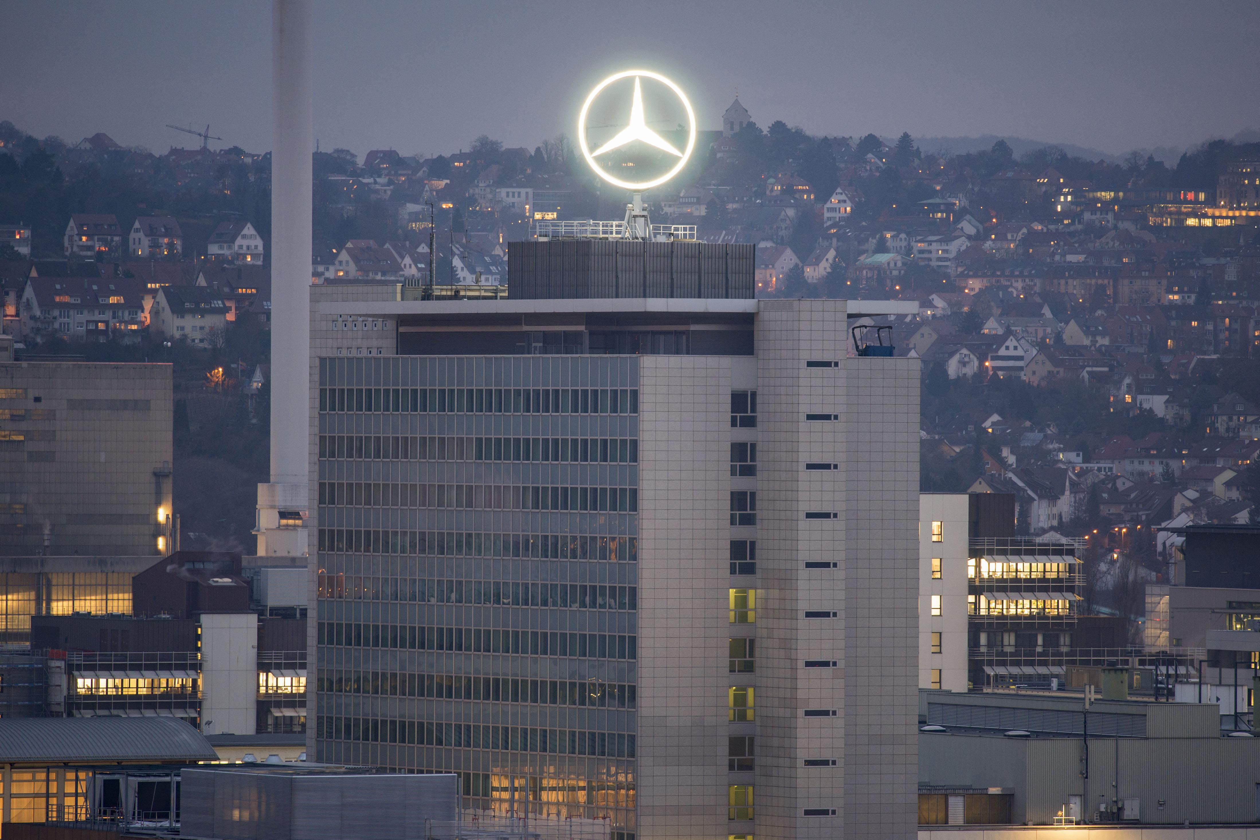 Több ezer programozóval gyorsítaná fel az elektromos autók fejlesztését a Daimler