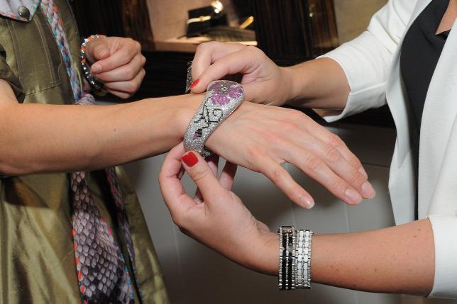 04d432fea4 A kínaiak befékeztek, egyre kevesebb luxuscikket vásárolnak