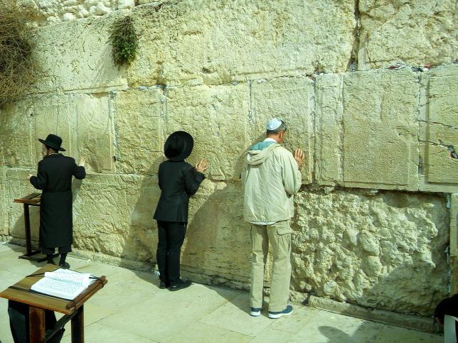 Enyhítik a korlátozásokat Izraelben
