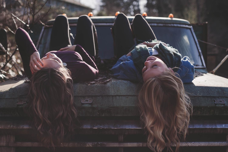Hogyan lehet elmenni a barátoktól a lányokhoz