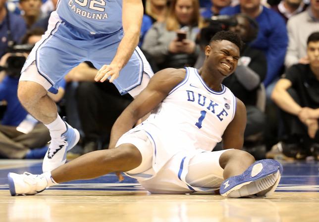 7bf41beaf8 Teljesen szétszakadt Zion Williamson Nike cipője a játékos bal lábánForrás:  AFP/2019 Getty Images/Streeter Lecka