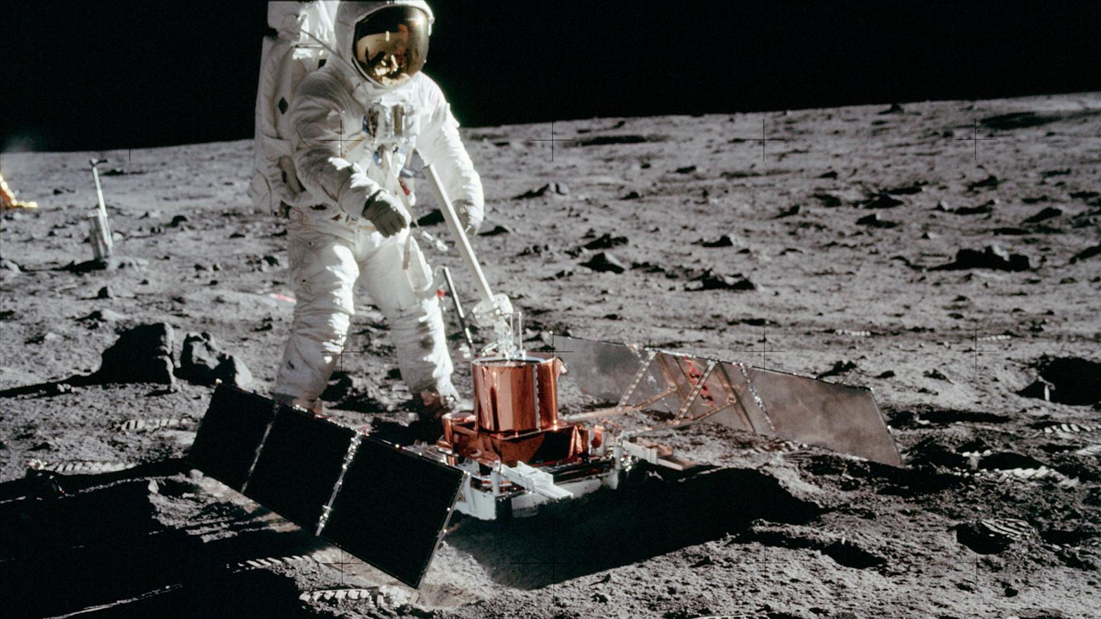 Még mindig a Hold körül keringhet az Apollo 11 felszállóegysége