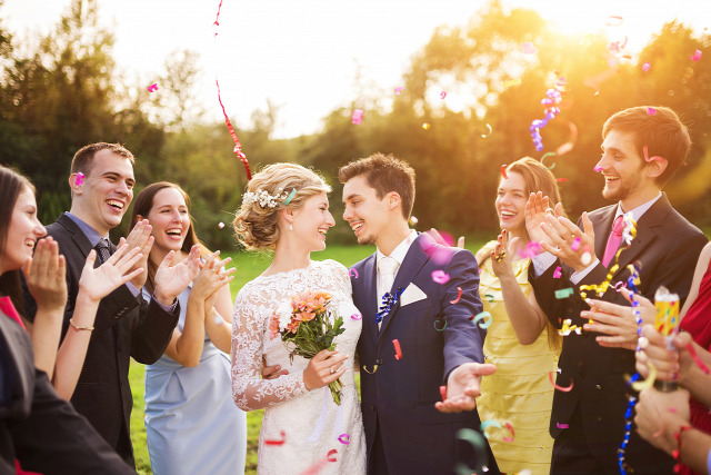 287093197e9a Ha több esküvőre is hivatalosak vagyunk, akkor igyekezzünk minden alkalomra  más ruhát felvenniForrás: Shutterstock