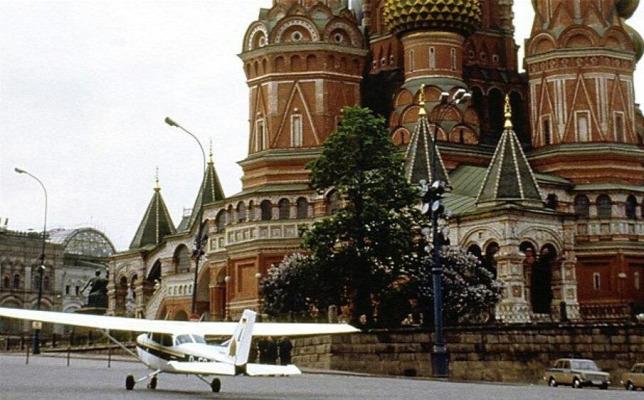 ed46b90ed8 Két óra is eltelt már Rust landolása után, amikor felbukkantak a KGB  embereiForrás: Origo