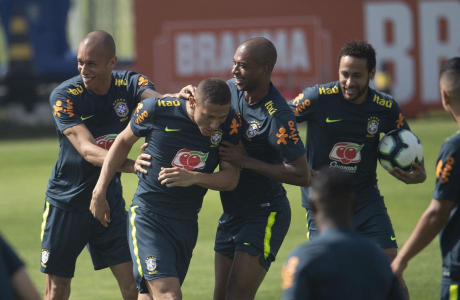 0b4a0189f486 A brazilok edzőtáborában remek volt a hangulat, július elején majd kiderül,  hogy a hazai Copa América után is lesz-e ok az örömködésre - Neymar (j)  viszont ...