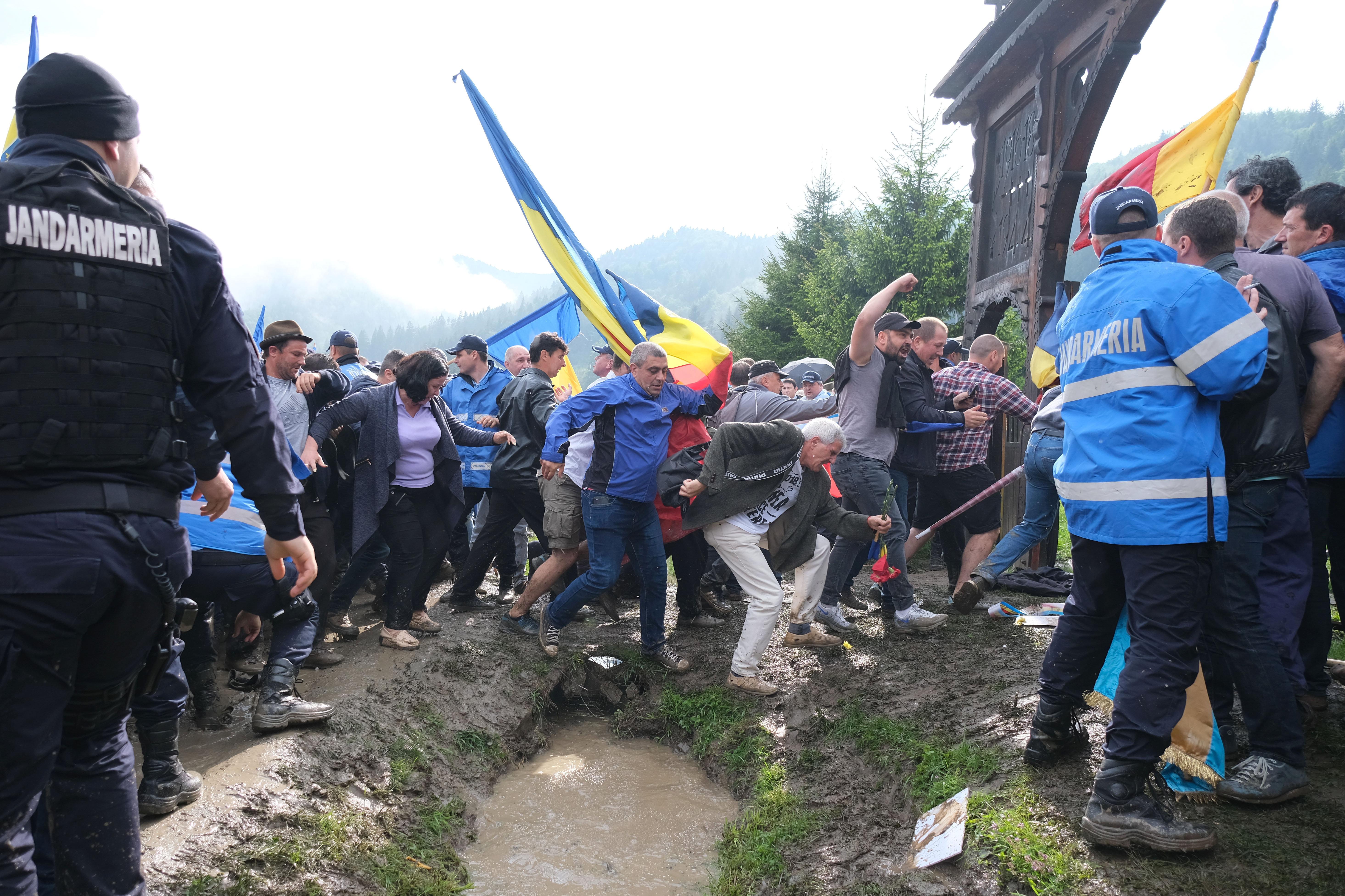 Folytatódhat az eljárás az úzvölgyi román vandálok ügyében