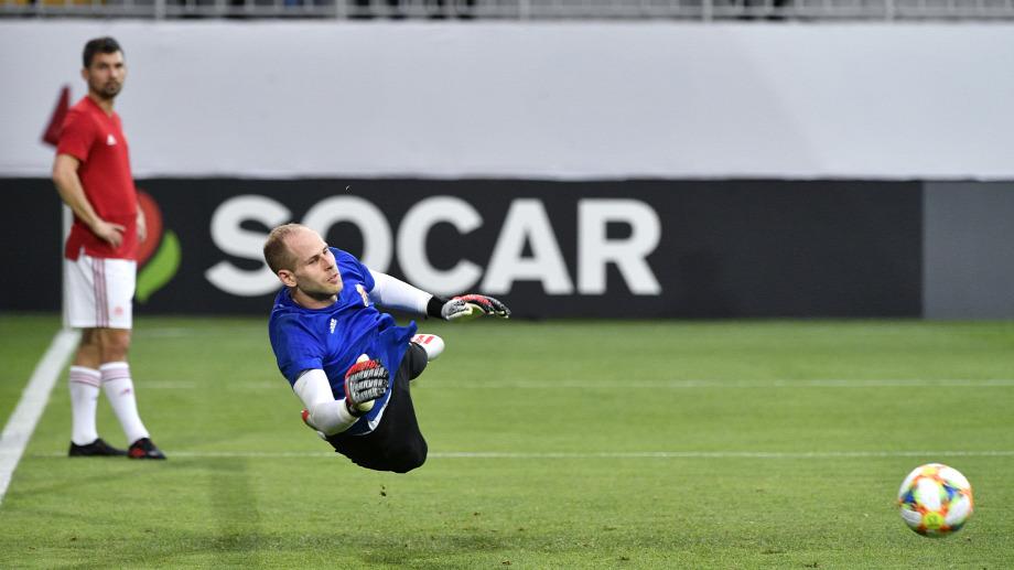 a90fd8cebcbe Gulácsi Péter kapus bemelegít az Azerbajdzsán - Magyarország labdarúgó  Európa-bajnoki selejtezőmérkőzés előttForrás: MTI/Szigetváry Zsolt
