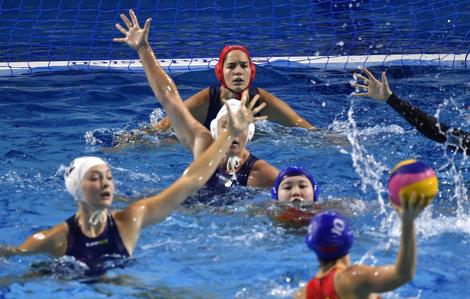 9d9913d67a Gangl Edina kapus (hátul) a női vízilabda világliga nyolccsapatos  szuperdöntőjében játszott Magyarország - Kína mérkőzésen a Duna Arénában  2019. június ...