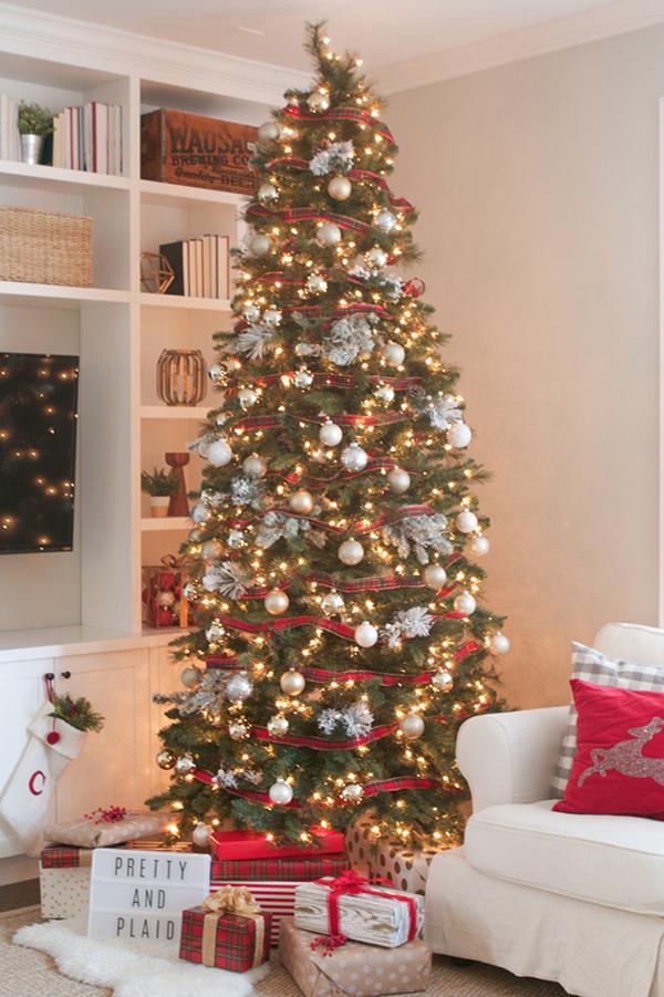 Piros fehér karácsonyfa