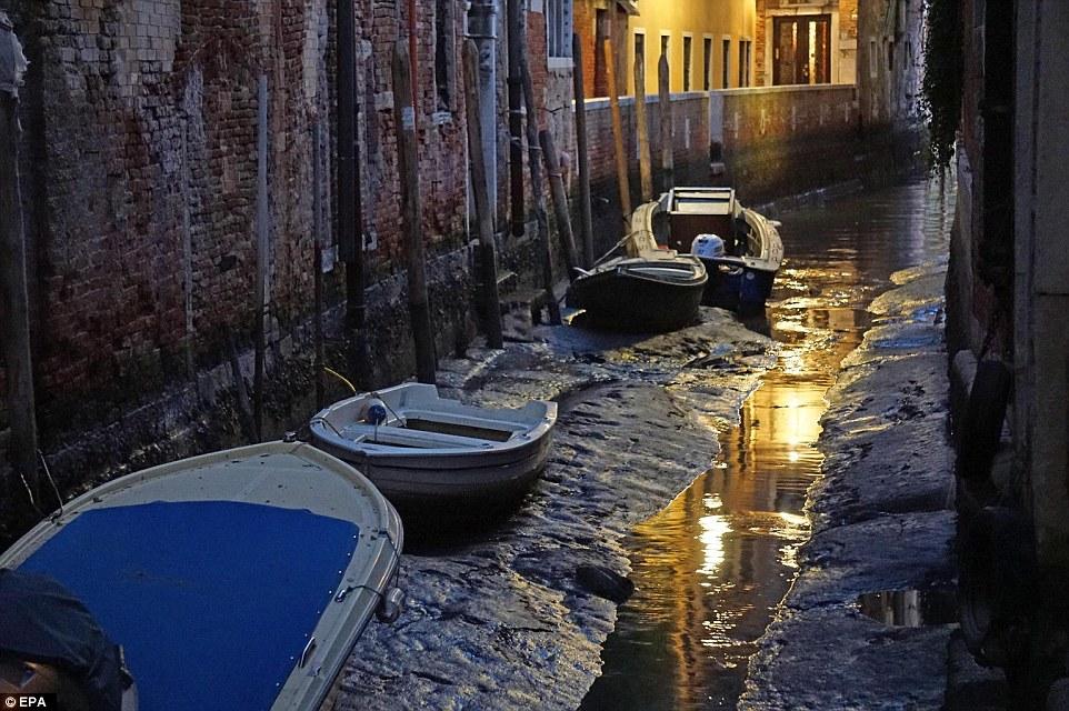 Egy ókori római utat fedeztek fel a velencei hullámok alatt